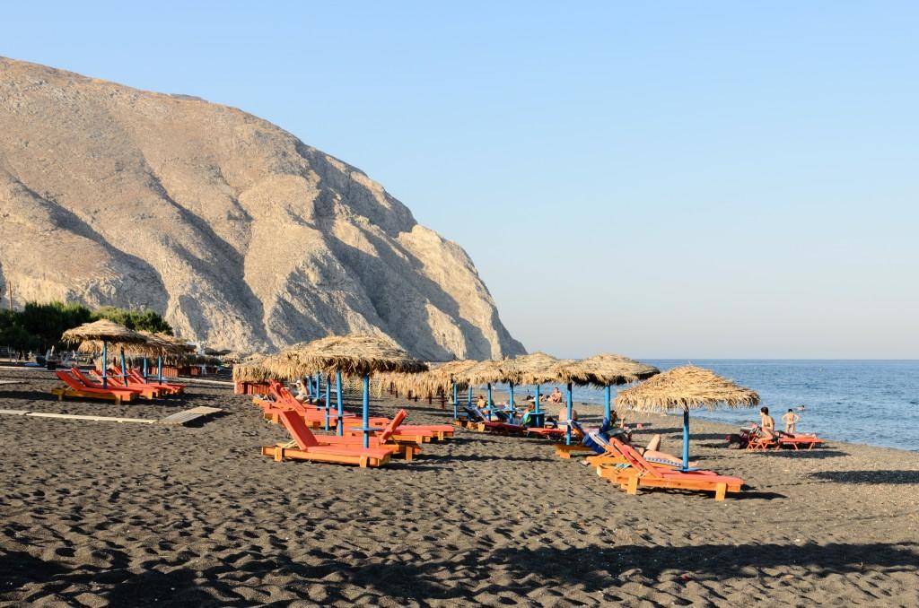 Beach_-_Perissa_-_Santorini_-_Greece_-_02